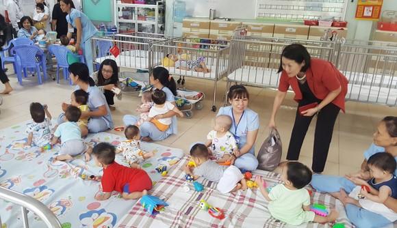 Có nên nuôi dưỡng trẻ em trong các trung tâm xã hội? ảnh 1