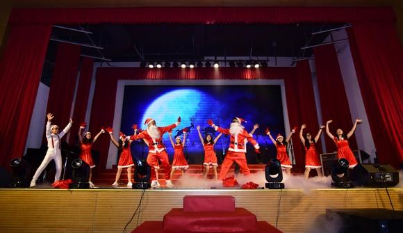 Ấm áp đêm nhạc Giáng sinh NHG 'Quà tặng yêu thương' ảnh 6