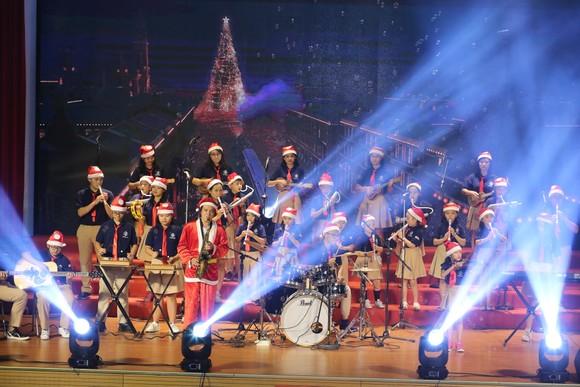 Ấm áp đêm nhạc Giáng sinh NHG 'Quà tặng yêu thương' ảnh 7