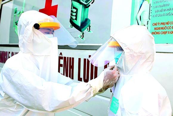 Y, bác sĩ trẻ tại Bệnh viện dã chiến Củ Chi luôn sẵn sàng chống dịch Covid-19 Ảnh: HOÀNG HÙNG