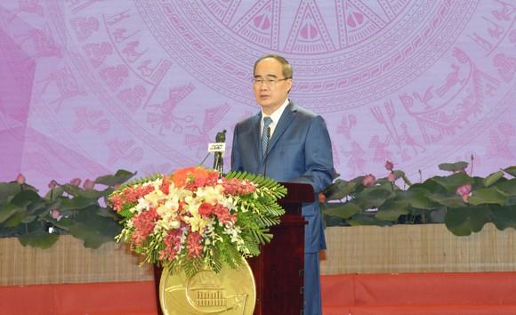 Phát biểu của đồng chí Bí thư Thành ủy TPHCM tại Lễ kỷ niệm 130 năm Ngày sinh Chủ tịch Hồ Chí Minh, biểu dương các tập thể, cá nhân thực hiện tốt học tập và làm theo tư tưởng, đạo đức, phong cách Hồ Chí Minh ảnh 1