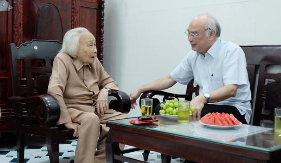 Lãnh đạo TPHCM thăm các gia đình chính sách ảnh 2