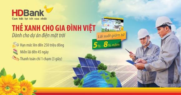 HDBank trao 'Thẻ Xanh cho gia đình Việt' cho khách hàng đầu tiên ảnh 2