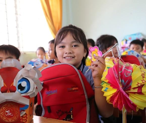 CapitaLand trao quà và học bổng cho hơn 1.400 học sinh tại 4 trường CapitaLand Hope nhân dịp Trung thu ảnh 2
