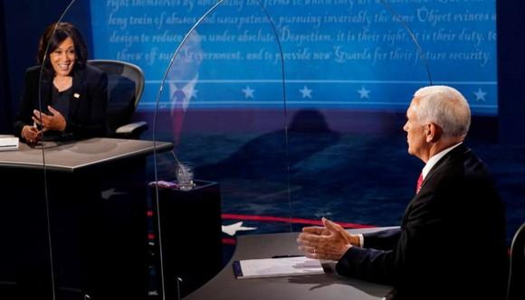 Bầu cử Mỹ 2020: Hai ứng viên Phó Tổng thống đều né câu hỏi khó ảnh 2