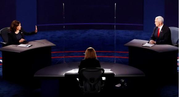 Bầu cử Mỹ 2020: Hai ứng viên Phó Tổng thống đều né câu hỏi khó ảnh 1
