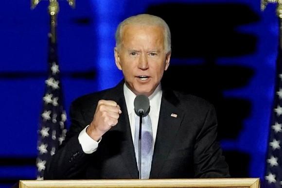 Ông Joe Biden tuyên bố giành chiến thắng tại buổi lễ ở quê nhà, thành phố Wilmington, bang Delaware, Mỹ. Ảnh: REUTERS