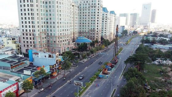 Đường Nguyễn Hữu Cảnh đoạn phải nâng cao (Ảnh chụp ngày 18-4-2020). Ảnh: CAO THĂNG