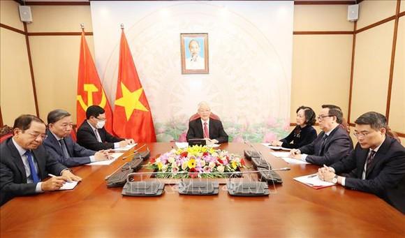 Tổng Bí thư, Chủ tịch nước Nguyễn Phú Trọng điện đàm với Bí thư Thứ nhất Ban Chấp hành Trung ương Đảng Cộng sản Cuba Raul Castro. Ảnh: TTXVN