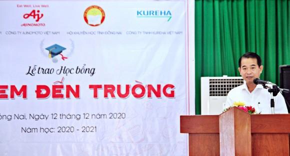 340 học sinh ở Đồng Nai nhận học bổng 'Cho em đến trường' ảnh 3