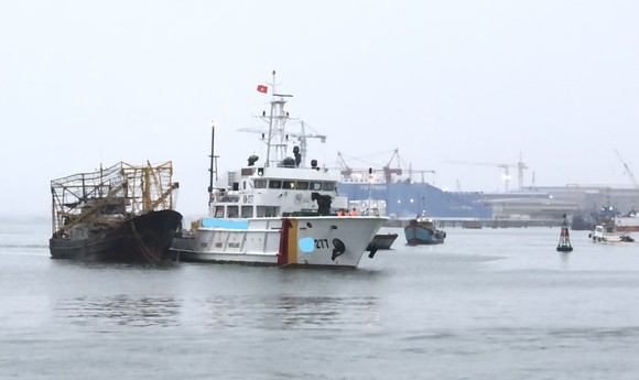Tàu 277, Vùng 2 Hải quân cứu kéo tàu cá bị nạn về đến Vũng Tàu