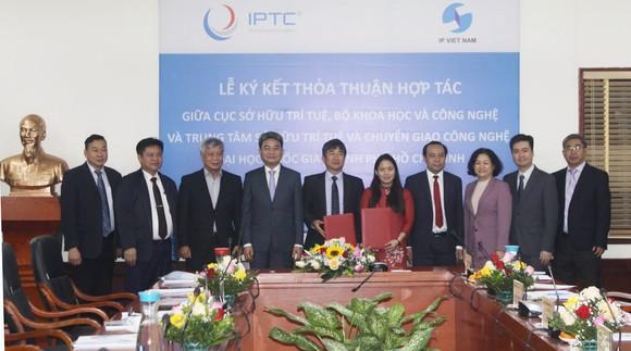 Lễ ký kết Thỏa thuận hợp tác giữa Cục SHTT và Trung tâm SHTT và chuyển giao công nghệ (ĐHQG TPHCM). Ảnh: most.gov.vn