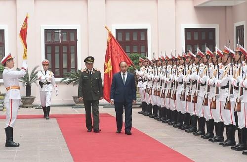 Thủ tướng Nguyễn Xuân Phúc dự lễ đón nhận Huân chương Bảo vệ Tổ quốc hạng Nhất và kỷ niệm 75 năm Ngày truyền thống của lực lượng tình báo Công an nhân dân. Ảnh: VGP