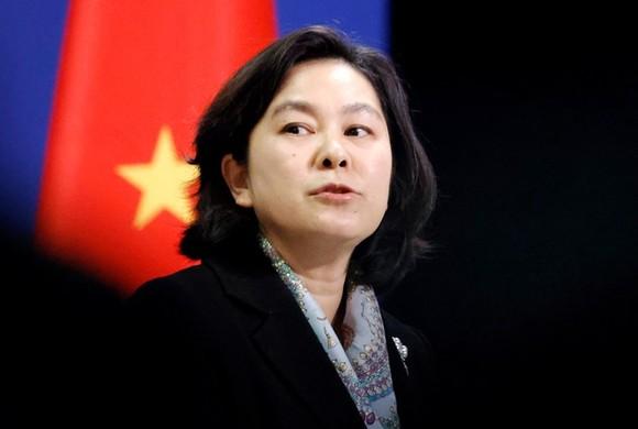 Phát ngôn viên Bộ Ngoại giao Trung Quốc Hoa Xuân Oánh trong một cuộc họp báo ở Bắc Kinh. Ảnh: REUTERS