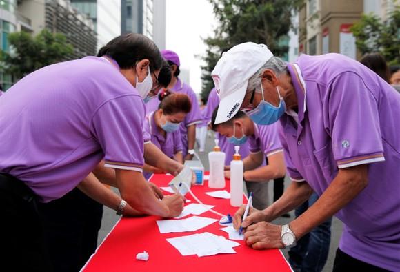 Chương trình đi bộ từ thiện Lawrence S. Ting lần thứ 16: Trao 2,8 tỷ đồng ủng hộ người nghèo ảnh 5