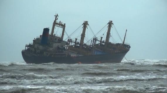 Tàu Minh Nam 07 gặp nạn tại vùng biển xã Kỳ Ninh, thị xã Kỳ Anh, tỉnh Hà Tĩnh, tháng 10-2020