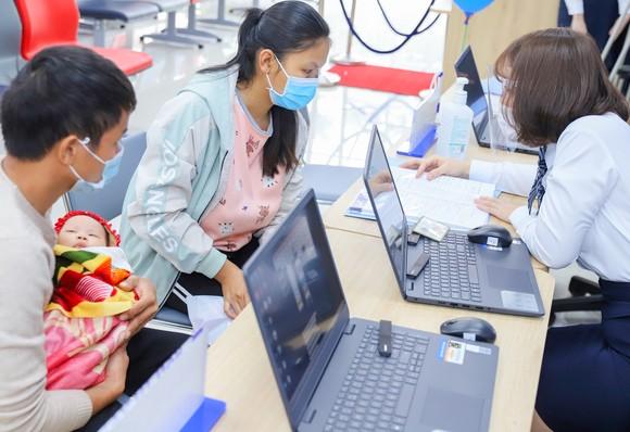 VNVC tiếp nhận đăng ký vaccine Covid-19 đầu tiên tại Việt Nam ảnh 4