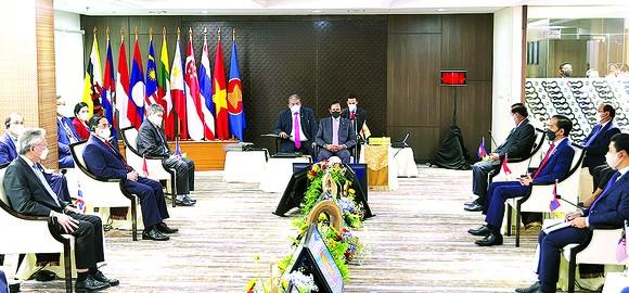 Hội nghị các nhà lãnh đạo ASEAN: Bàn giải pháp vượt qua giai đoạn khó khăn  ảnh 1