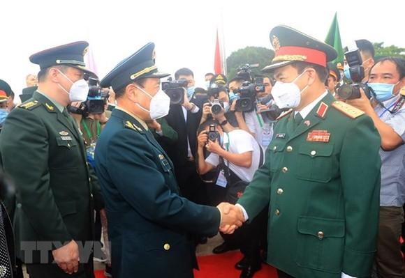 Giao lưu hữu nghị quốc phòng biên giới Việt Nam - Trung Quốc ảnh 1