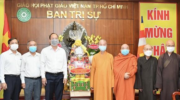 Lãnh đạo TPHCM thăm, chúc mừng nhân Đại lễ Phật đản ảnh 2