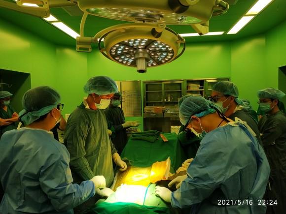 Các bác sĩ phẫu thuật lấy tạng bệnh nhân N.T.T.