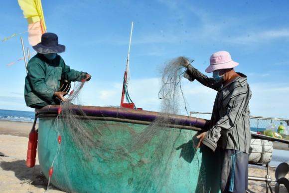 Ngư dân làng chài Phước Hải, huyện Đất Đỏ sẵn sàng ra khơi