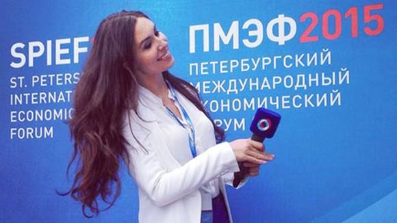 Nữ phóng viên Yekaterina.