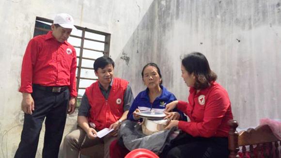 TPHCM hỗ trợ khẩn cấp các tỉnh miền Trung bị thiệt hại do bão số 10 ảnh 1