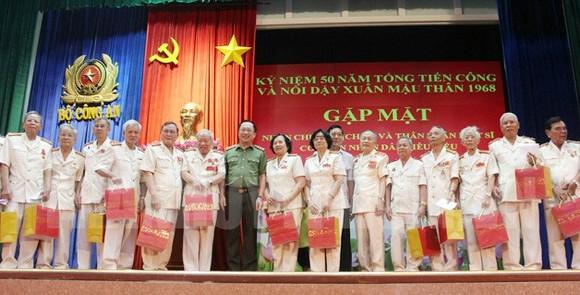 Kỷ niệm 50 năm Tổng tiến công và nổi dậy Xuân Mậu Thân 1968: Gặp mặt 300 nhân chứng và thân nhân liệt sĩ ảnh 1