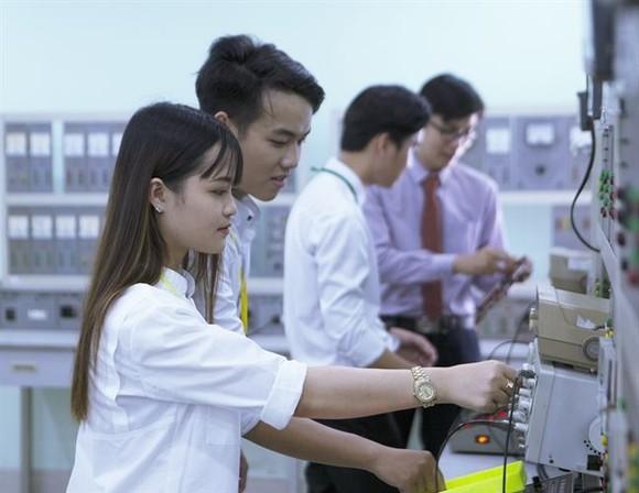 許多中專學校投資先進設備以便學生實習。(圖源:互聯網)