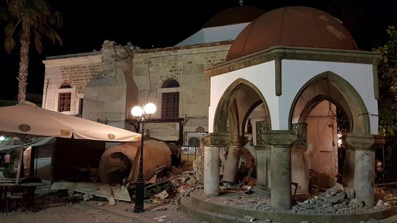 地震發生後,房屋受損嚴重。(圖源:AP)