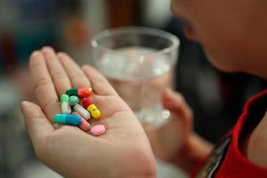 同時吃多種藥必須諮詢醫生或藥劑師的意見。