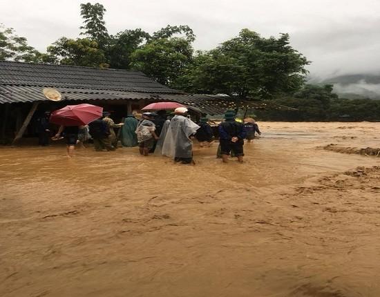 安沛省近日連遭暴雨襲擊,致多地引發洪水氾濫而造成嚴重損失。(圖源:民越)