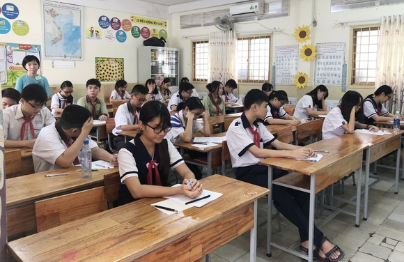 華文科學生正準備考試。