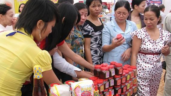 許多勞工在各出口加工區與工業區的售貨點 優先選購國貨。