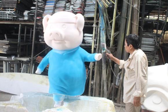完成中的吉祥豬飾潢工具。