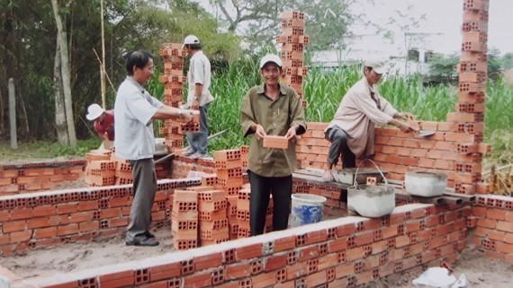 勇敢連隊原青年突擊隊隊員攜手合力為隊友建設溫情屋。