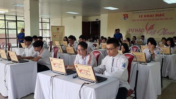 """""""越南自豪""""民族歷史文化探索比賽現場一瞥。(圖源:碧娟)"""