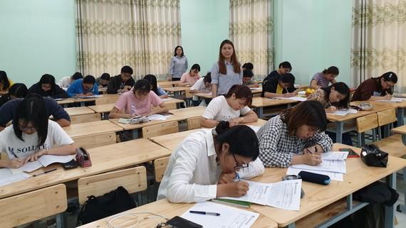 學生寫字比賽一瞥。