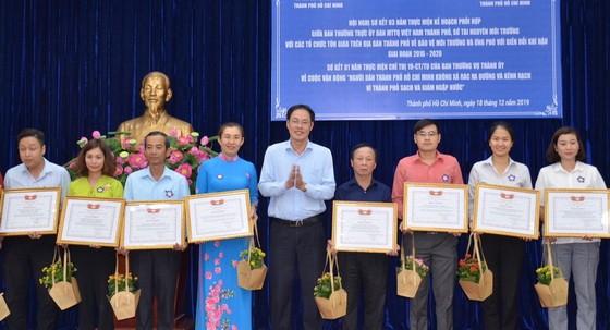 組委會向多個集體、宗教單位出色模式頒發獎狀。
