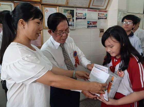 濟陽堂柯蔡大宗祠向宗親各級優秀生子弟頒發獎助學金。