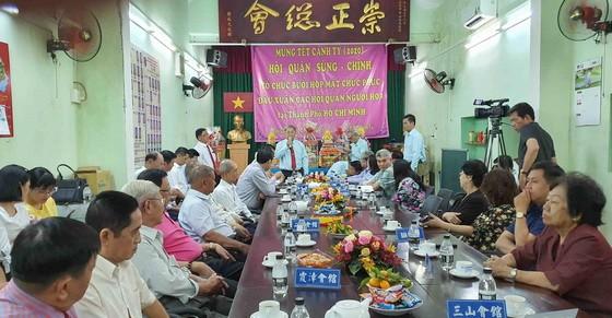 鄭鑫發理事長用客家話向大家拜年。