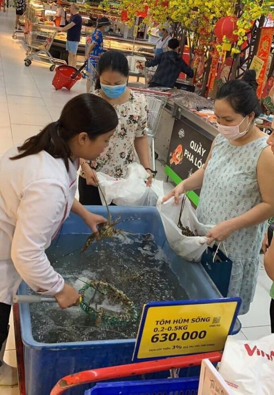 VinMart便利店承諾自今至本月23日期間,將無利潤出售龍蝦。(圖源:VinMart)