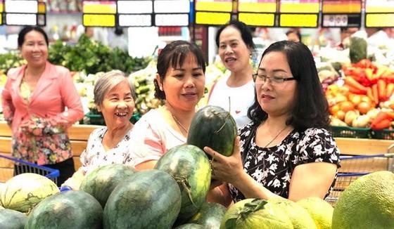 本市許多超市輔助銷售農產品。