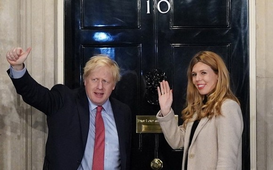 約翰遜(左)與西蒙斯(右)是首對未婚而公開入住首相府的情侶。(圖源:Getty Images)