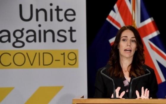新西蘭總理傑辛達‧阿德恩宣佈帶領內閣未來6個月減薪2成。(圖源:AFP)