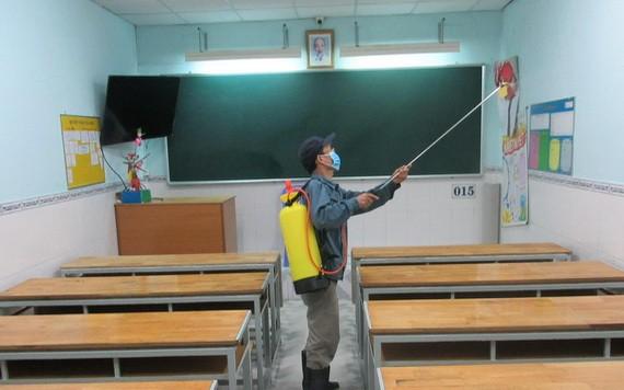 文朗學校幼兒班復課前進行消毒課室。