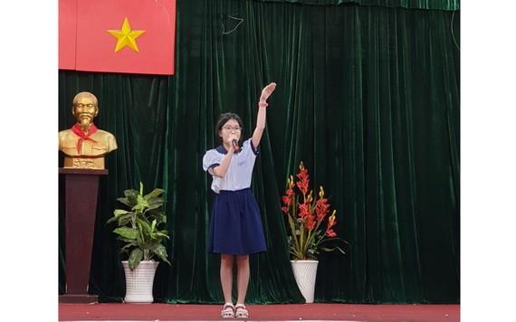 小學生參加第三屆學生朗誦演示唐詩比賽。