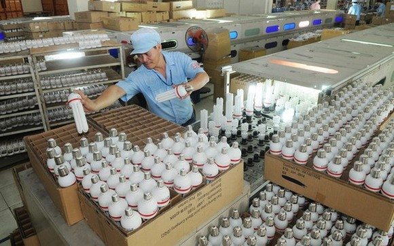 電光燈泡股份公司的生產線。