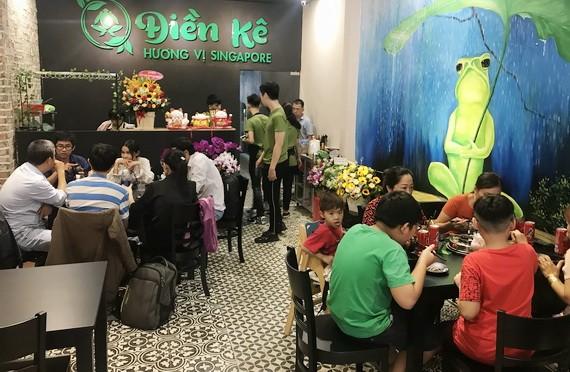 食客在該餐廳用餐。